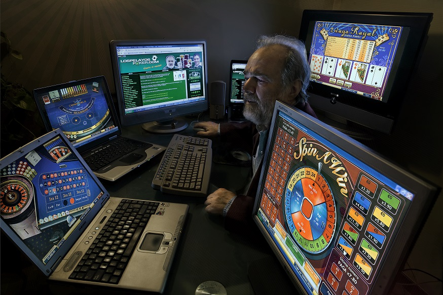 Addicted to the gambling of the Casinos by internet. Gonzalo Garcia Pelayo, professional gambler.